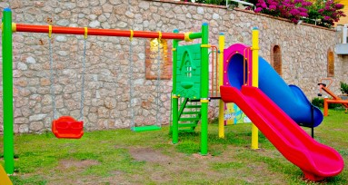/files/kids/playground2